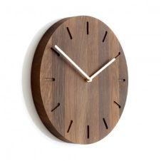 Horloge murale Watch Out en chêne chêne fumé-laiton