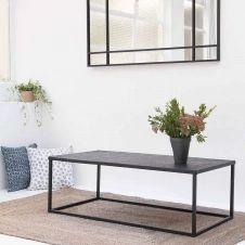 Table basse rectangulaire en métal noir à motifs gravés Trevor Passage Vernet