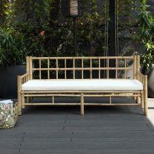Banquette de jardin en bambou naturel avec coussin écru en coton canvas Taman