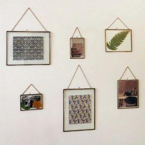 Cadre photo avec chaîne en verre et métal finition laiton antique mira passage vernet
