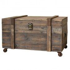 Coffre à roulettes de style brocante en bois