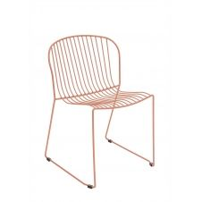 Chaise en acier rose