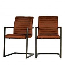 2 chaises avec accoudoirs en simili cognac
